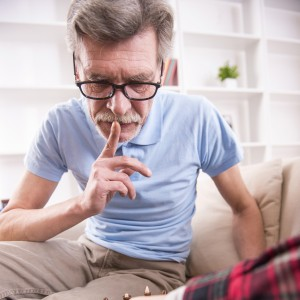 probleme-incontinence-fils-aide-grand-père